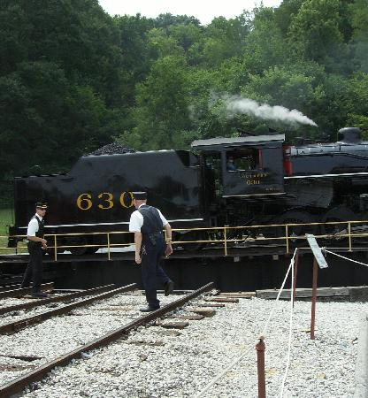 Tennessee Valley Railroad (TVR): Turning the engine on a turntable.