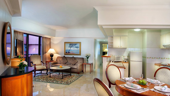Hotel Aryaduta Semanggi: Living Room with Kitchen & Dining Area