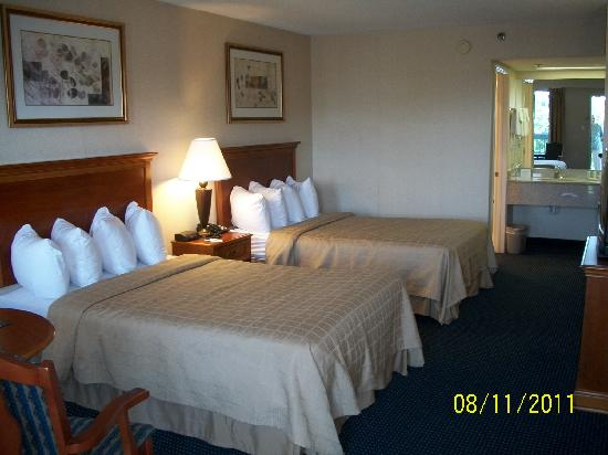 Quality Inn Troutville: Exterior room.