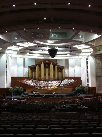 Mormon Tabernacle Choir: Rehearsal in the Conference Center