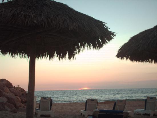 El Cid Marina Beach Hotel: atardecer club de playa. marina el cid