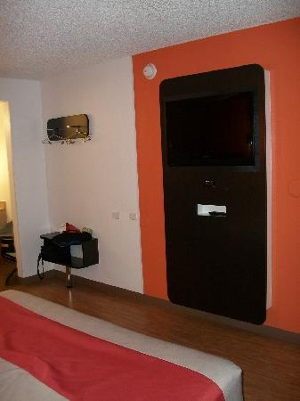 Motel 6 Albuquerque - Coors Road: Flat Screen TV's