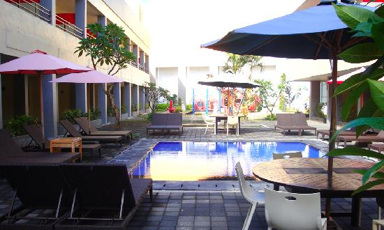 Kuta Station Hotel: kid pool close to playground