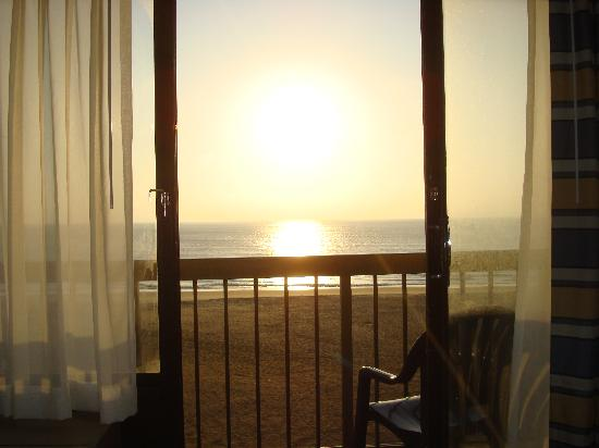 Wyndham Virginia Beach Oceanfront: Sunrise from room