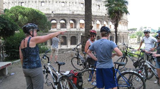 TopBike Rental & Tours: Our guide (red helmet) at Colliseum stop