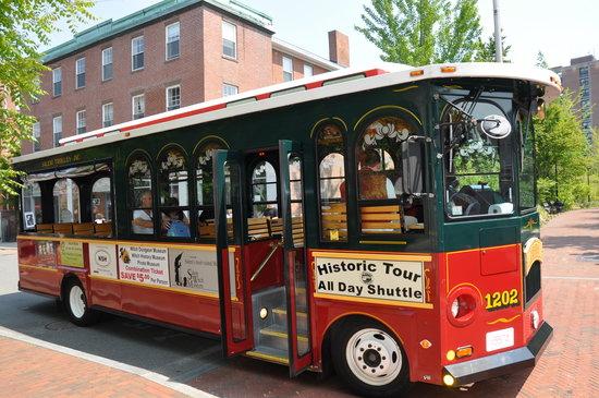 Salem Trolley: Trolley tour