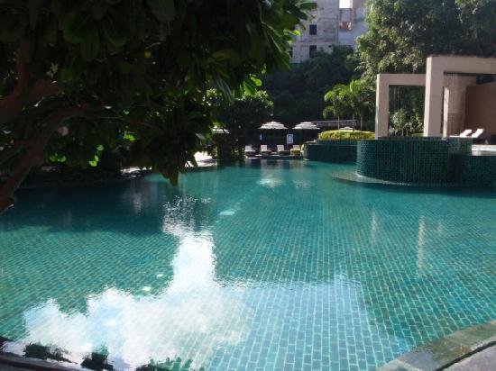Radisson Blu Plaza Delhi: Swimming pool