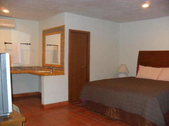 Cabo Cush Hotel : king bed