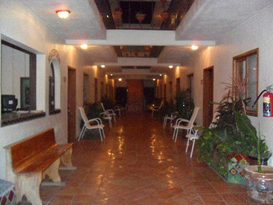 Cabo Cush Hotel : mn floor