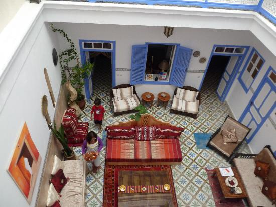 Riad Amana: View down to the common area