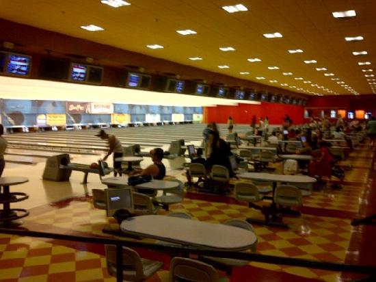 Vegas Hotel With Bowling Alley In Room