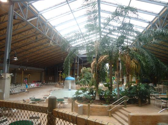 Split Rock Resort Indoor Waterpark: a general view