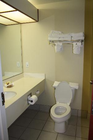 Yellowstone Lodge: bathroom