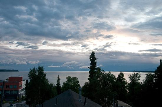 Copper Whale Inn: Sunset over Cook Inlet from our room