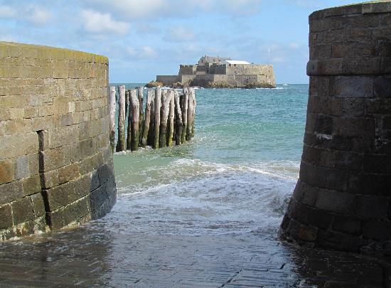 Brit Hotel Saint Malo - Le Transat: Ilot face à St Malo