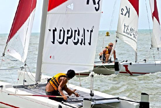 East Wind Watersports : catamaran sailing