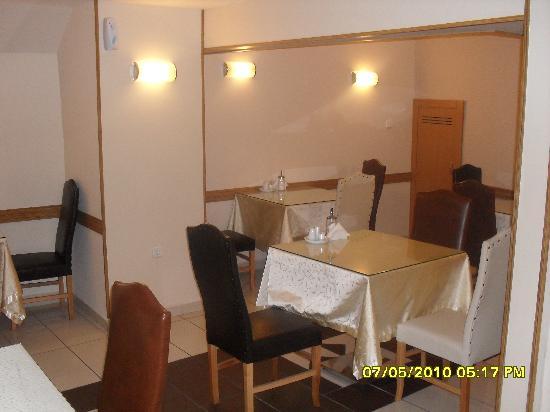 Paradise Hotel: breakfast room