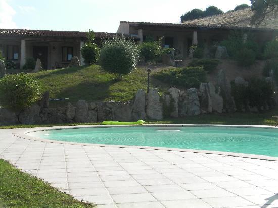 Funtana Abbas: Vue piscine