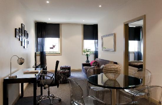 Punthill Flinders Lane Apartments: Living Room