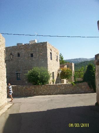 Spitakia Hotel: hotel cottages from outside