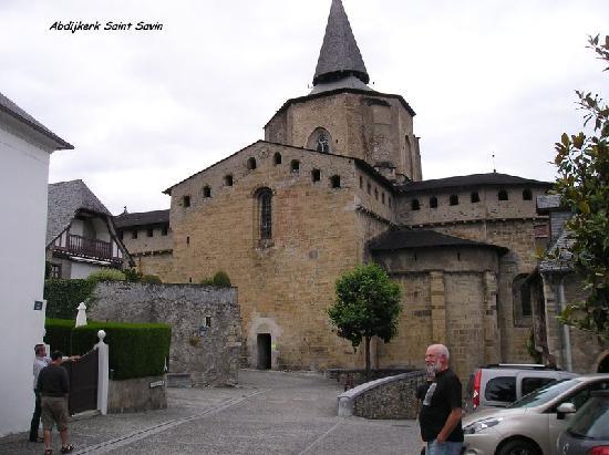 Les Rochers Hotel: Bekende abdijkerk van Saint Savin