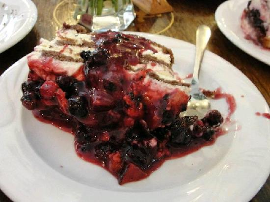 Cofetarie La Vatra Ardealului: Delciu with forest fruits