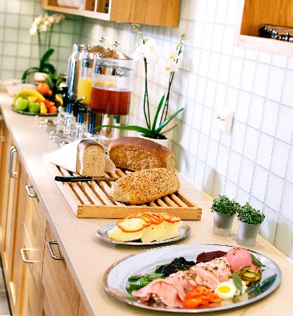 Lilland Hotel: Breakfast buffet