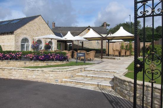 Number Four at Stow Hotel & Restaurant : Entrance and patio area