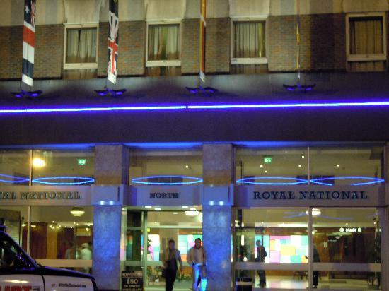 Royal National Hotel: 夜撮影。綺麗です。