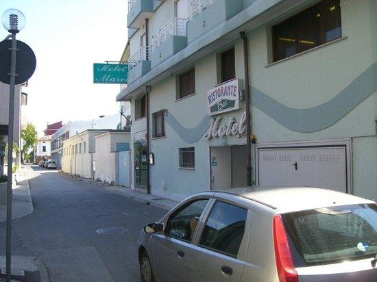 Hotel Marea : Aussenansicht mit Hoteleingang