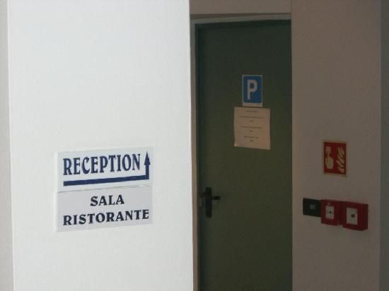 """Hotel Marea : Hoteleingang innen, tatsächlich.   -Sozusagen die """"Lobby"""" :-))"""