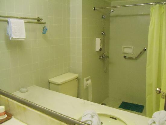 Jinjiang Inn Haikou Dongfengqiao: it's hard to photograph bathrooms!!!