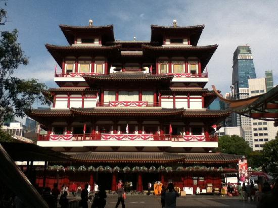 ไชน่าทาวน์: outside of the Buddah's Tooth Temple