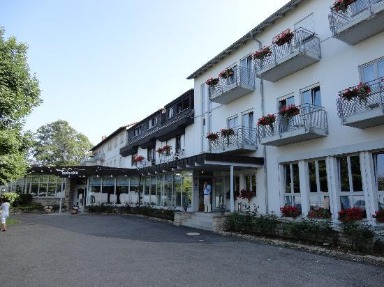 Berghotel Rheinblick: Front entrance at ground level carpark