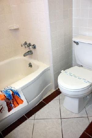 Key West Hotel: Bathroom with Tub