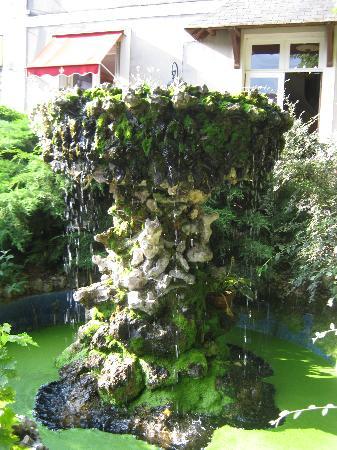 Logis La Brèche: fontana