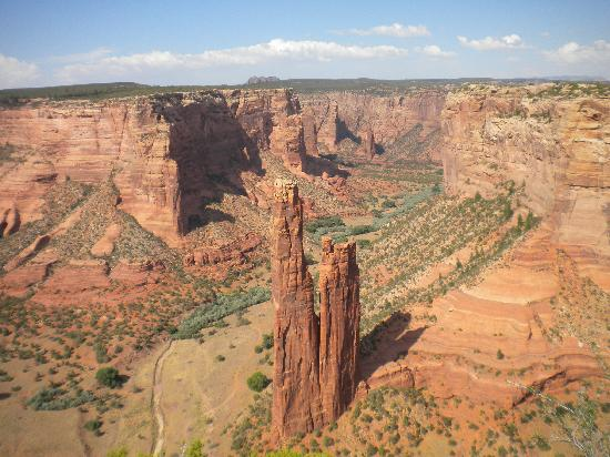 Canyon de Chelly National Monument: photogenic and famous Spider Rock in Canyon de Chelly