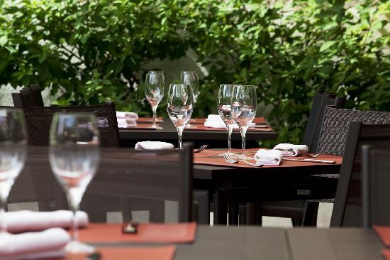 En terrasse picture of restaurant pierre jean chagny - Terrasse en pierre de bourgogne ...