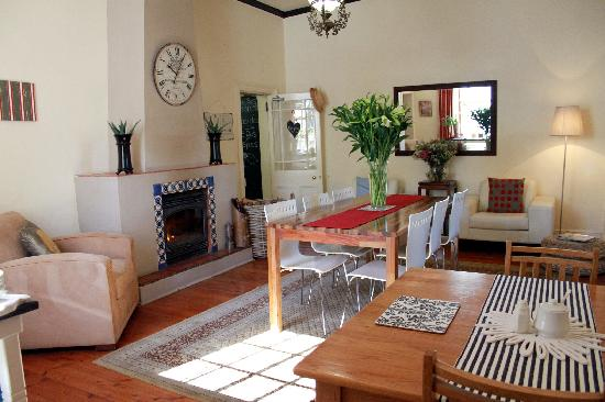 The Coachman Guest House: breakfast room