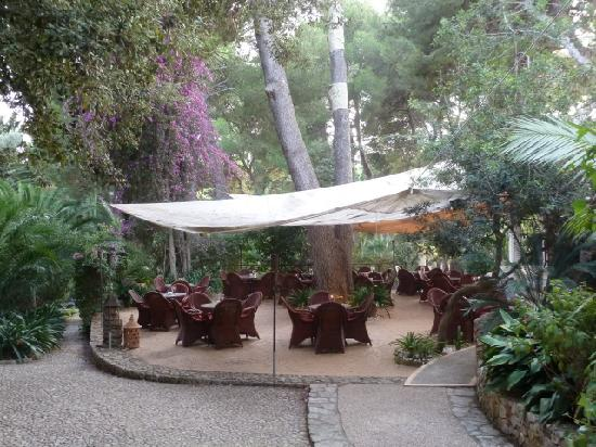 Lago Garden Hotel: Restaurant in the garden.