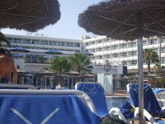 VIK Hotel San Antonio: View of hotel from lower pool area