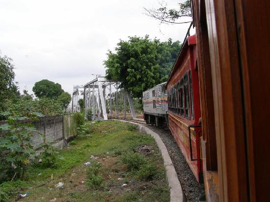 Duran, Ecuador: Via ferrea y puente de Yaguachi