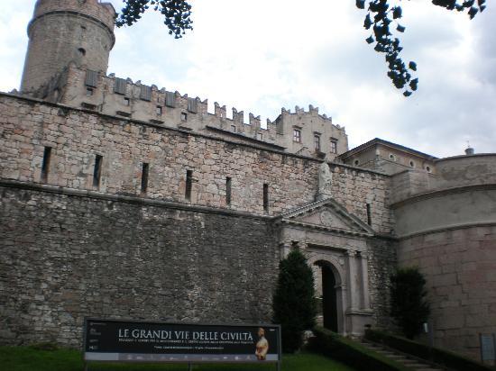 Castello del Buonconsiglio : il castello da fuori