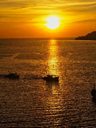 Le Meridien Kota Kinabalu: Sunset view from The Club Lounge