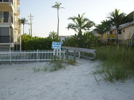 Beach Shell Inn: private beach