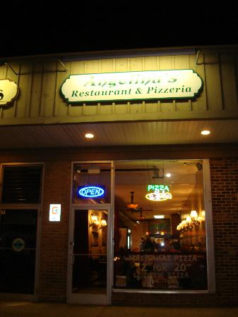 Angelina's Pizza: Exterior of Angelina's