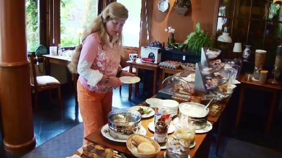 Hotel Heintz Vianden, Marian bij ontbijtbuffet.
