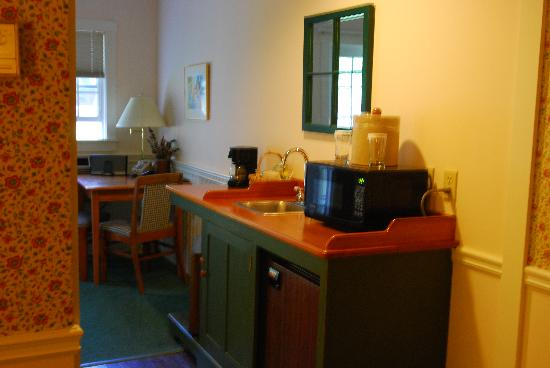 The Country Inn at Camden/Rockport: Kitchenette Area