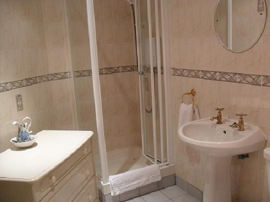 Ardmillan Hotel : The bathroom in our room