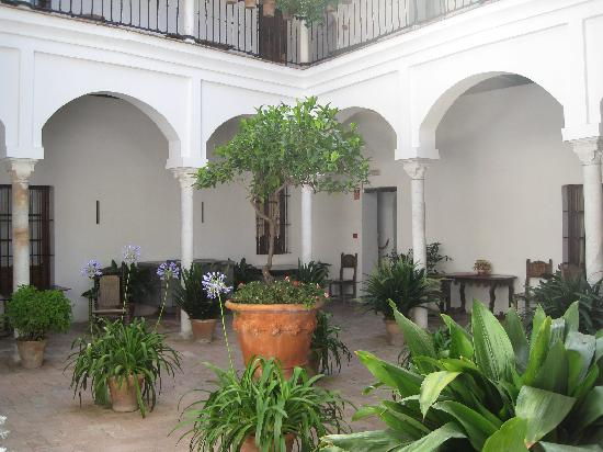 Las Casas De La Juderia: Indoor Patio